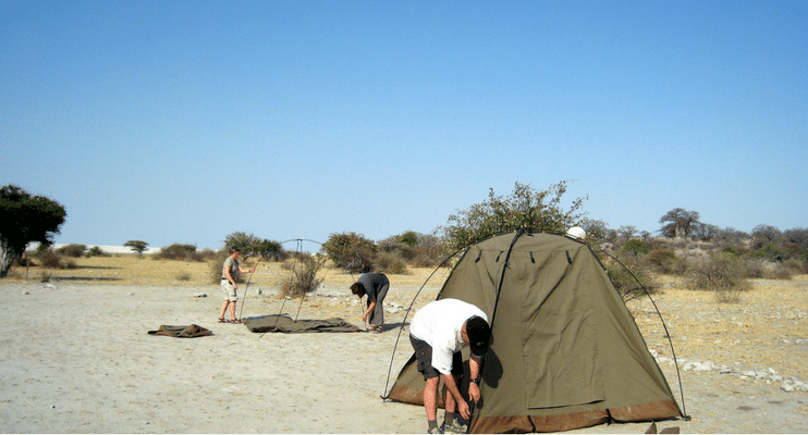 LM22-sunway-safari-indafrica-planning-zambezi-malawi-trade-route-tent-putting-teamwork