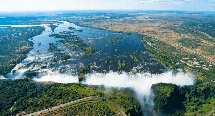 BPac09-sunway-safari-vic-falls-tour-zimbabwe-flight
