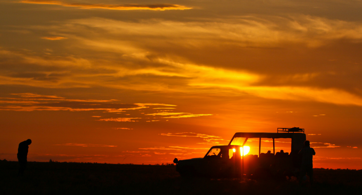 indafrica-sunway-safaris-small-group-expedition-western-zambia-adventure-offroad-wildlife-africa-sunset-freedom