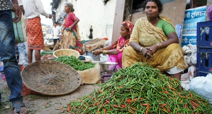 women-only-india-tour-vegetable-market-mumbai